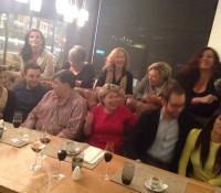 #cenando con Isabel Llinás: intentado hacer una foto de familia