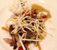 #cenando con Isabel Llinás: wok de ternera, plato principal del menú